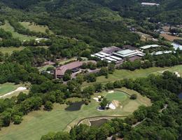 新緑のゴルフ場ドローン撮影